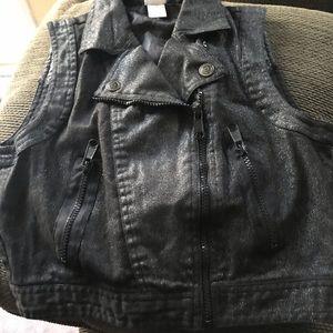 Vest size Xl 14/16